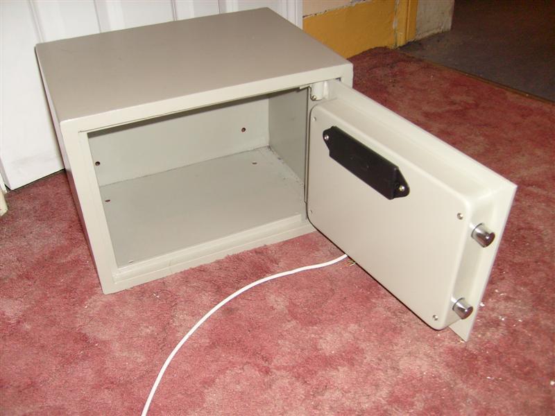 Safe_panel_on.jpg